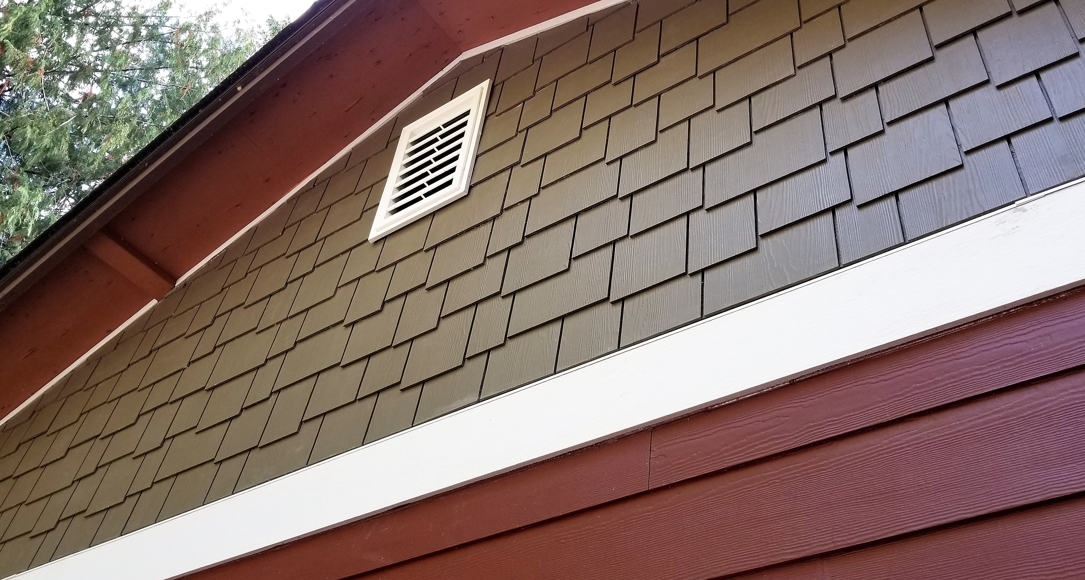 3924-1573232032-james_hardie_lap_siding_with_belly_band_and_shingles.jpg
